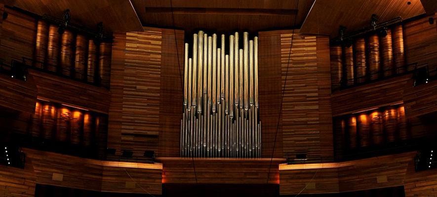 L'installation de l'orgue : une prouesse dans l'Auditorium en chantier   Maison de la Radio