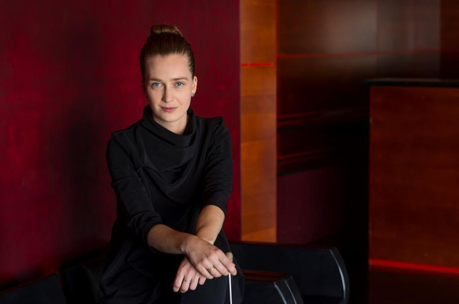 Elena Schwarz, chef assistante de l'Orchestre Philharmonique | Maison de la Radio