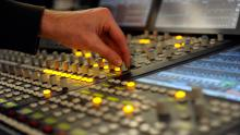 Visite Acoustique et son + atelier De la musique et du son dans l'émission | Maison de la Radio